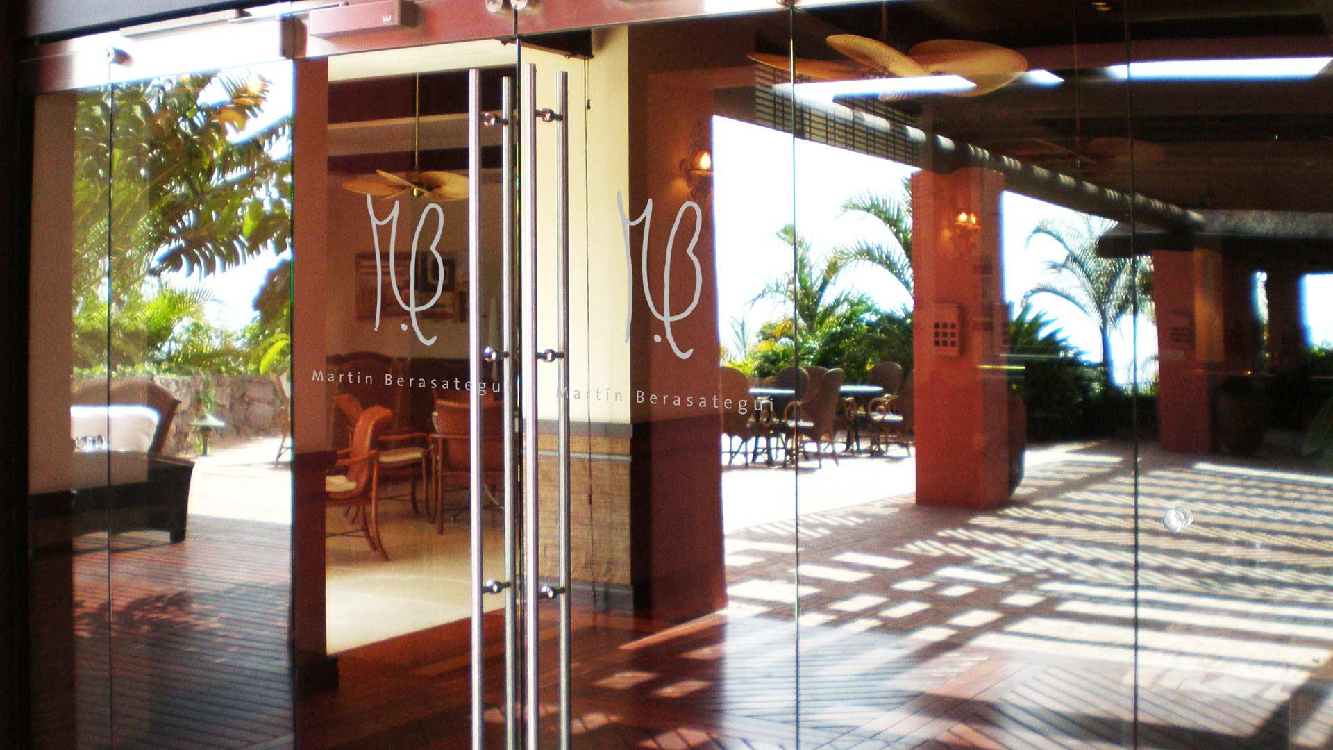 the glass door restaurant